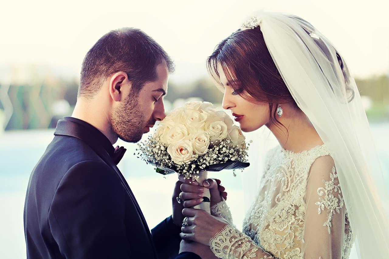 זוג מחזיקים בזר